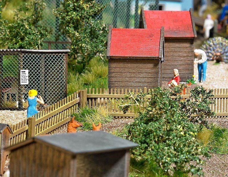Busch 1046 Beer Garden Set Plastic Kit HO//OO Gauge  New Tracked 48 Post