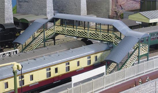 Ratio 548 Covered Twin Track Footbridge 00 Gauge = 1/76